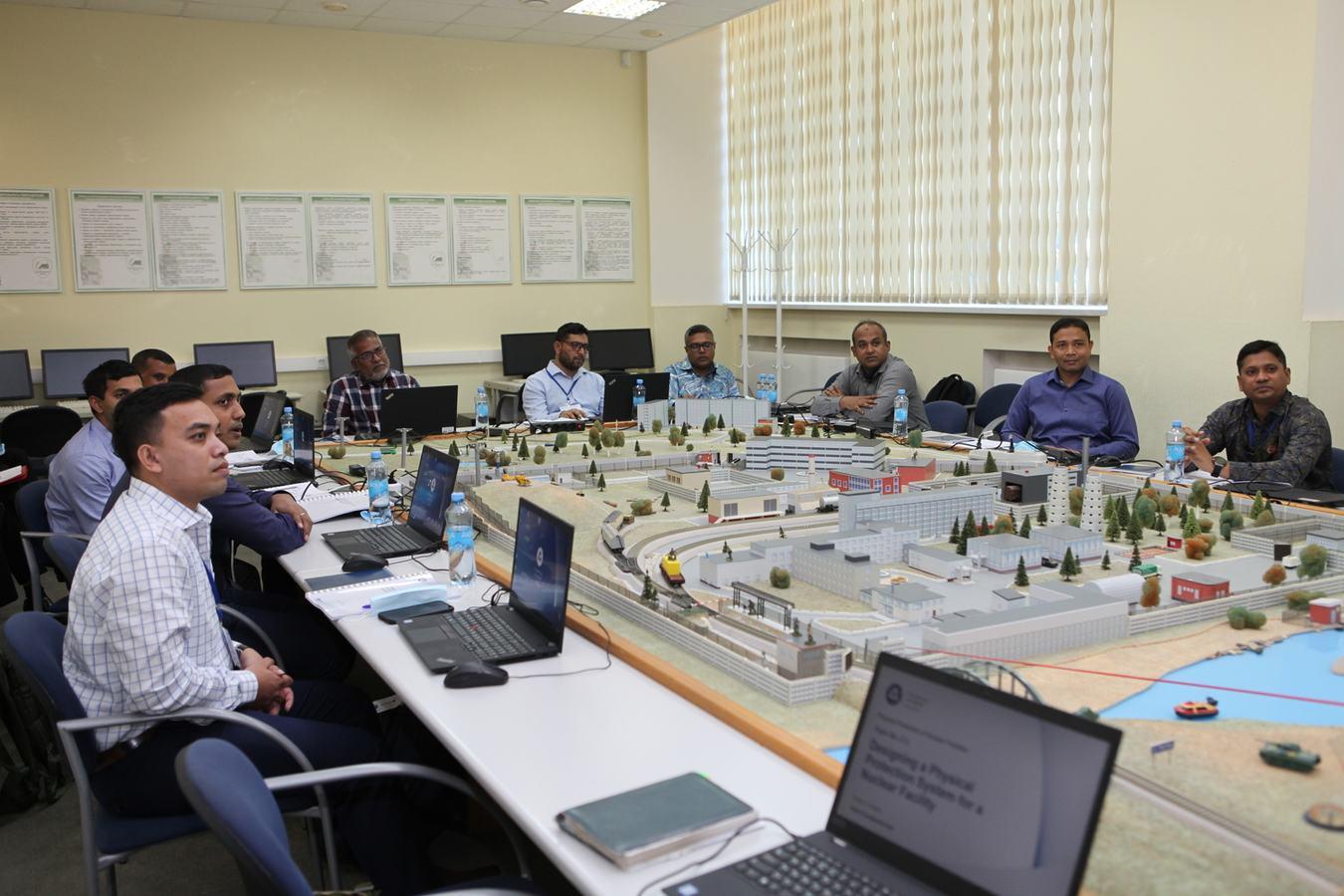Завершился международный учебный курс по физической защите ядерных объектов для представителей Армии Бангладеш