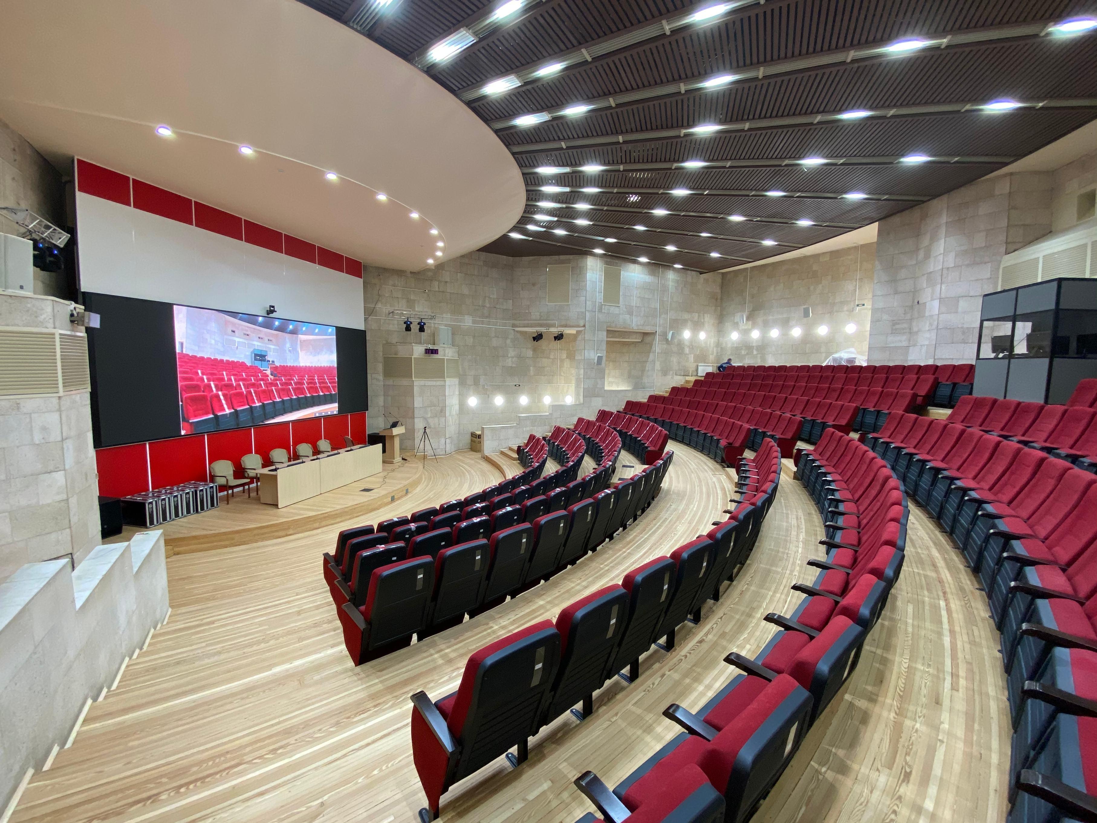 Большой конференц-зал (Красный зал)